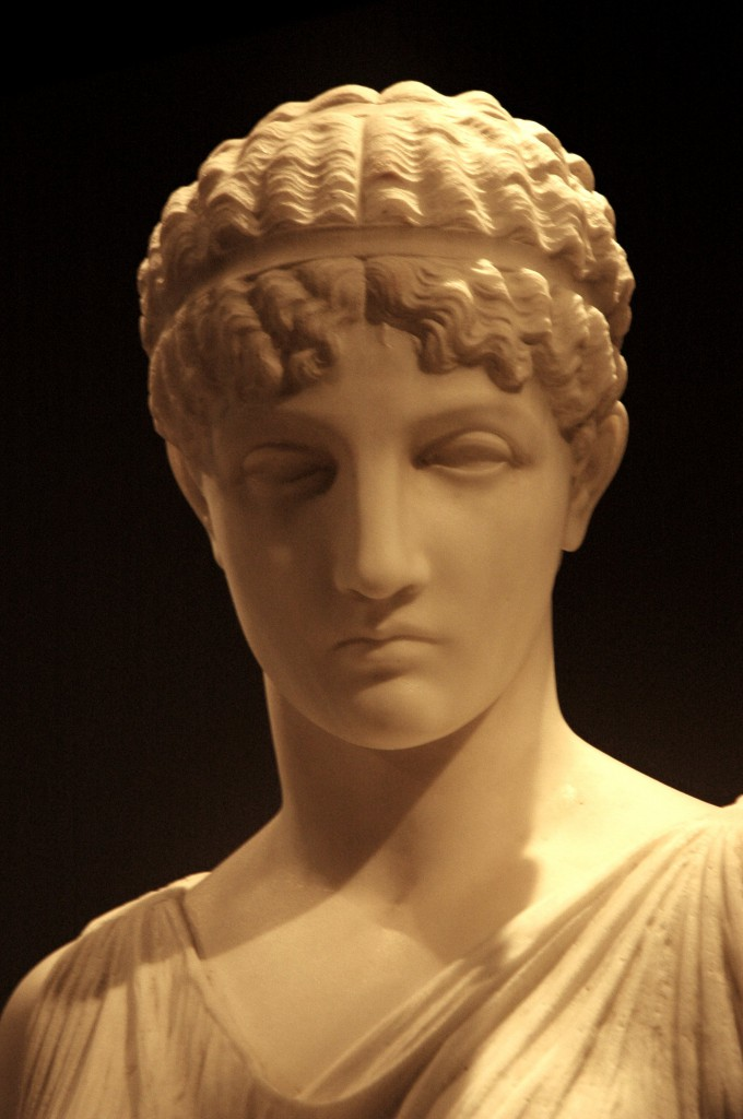 Beautiful_Greek_woman_statue
