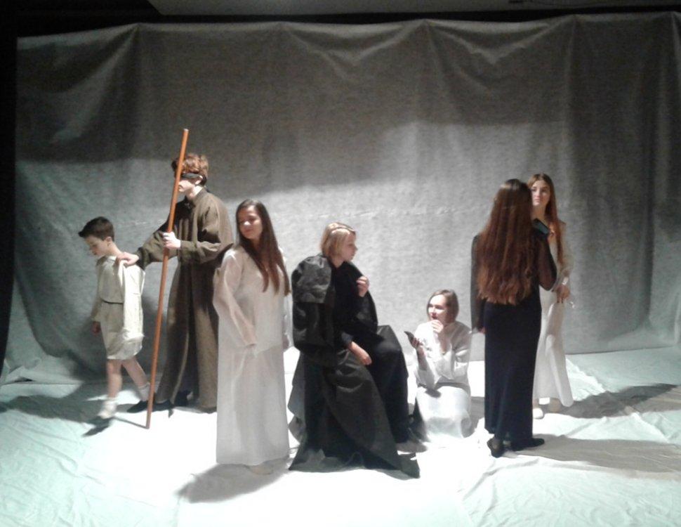 chorus in antigone